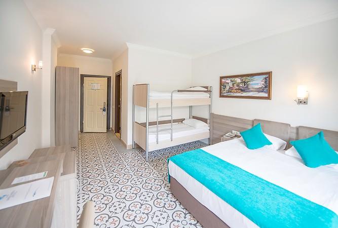 Crystal Aura Beach Resort & Spa Oda Resimleri