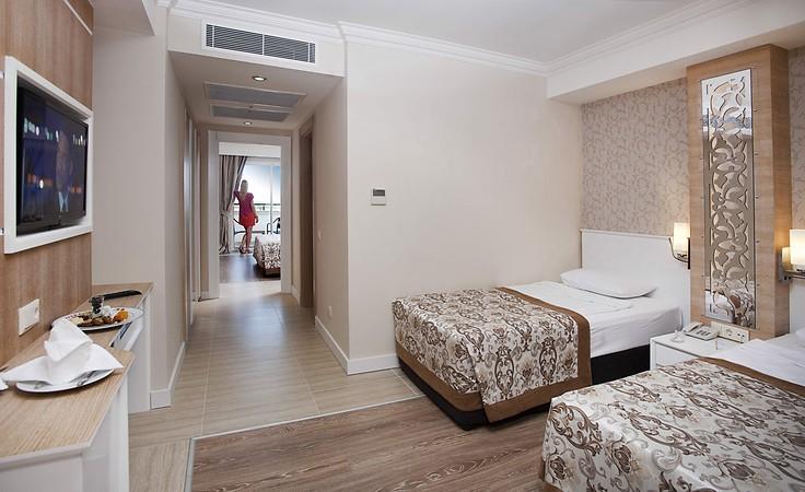 Crystal Sunset Luxury Resort  Oda Resimleri